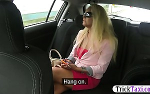 Hot ass blonde amateur passenger drilled with fake driver
