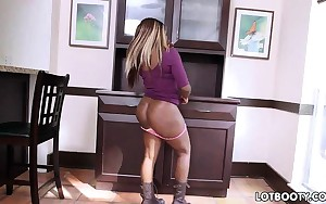 Obese booty chocolate bitch gets drilled